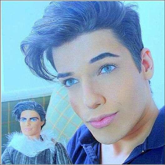 「バービーの恋人のケンになりたい!」と整形に520万円をかけた男性モデル → かなり人形っぽくなった彼が自分の人形を販売予定!!
