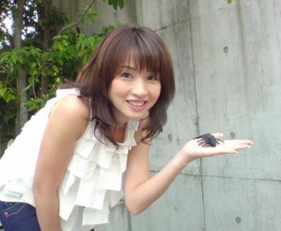花田美恵子、子供が就学中に13歳年下のハーフ男性とエッチ三昧!