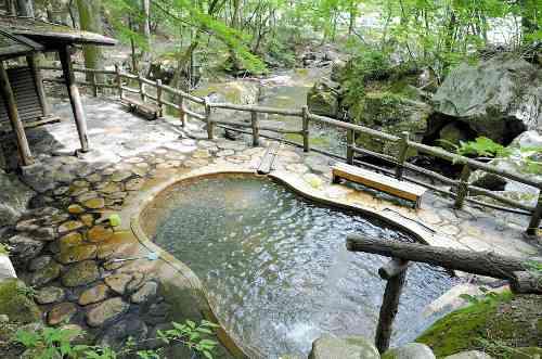 塩原温泉の露天風呂で十数人の男女が定期的にみだらな行為、やむなく閉鎖