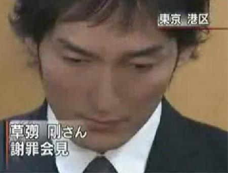綾野剛 テーブル上での立ちションで高級クラブ出禁