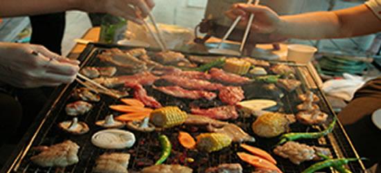 バーベキューで4割以上の人が「肉を焼く箸と食べる箸の使い分けを気にしていない」食中毒防止へ注意呼び掛け