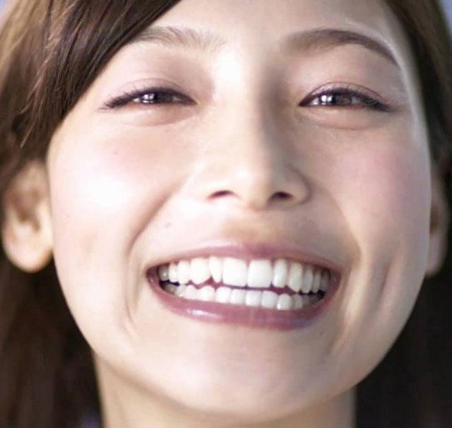 相武紗季、八重歯を矯正し笑顔!ファンからは「さみしい」の声