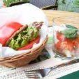 モスバーガーがトマトで挟んだバーガー発売 LLサイズトマトを丸ごと1個食べられる