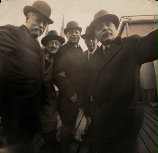 二十世紀初頭の自撮り画像…おじさん達が可愛い