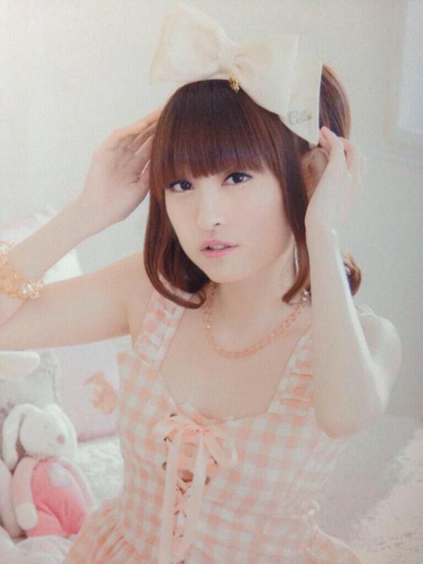 久野美咲さんのインナー姿