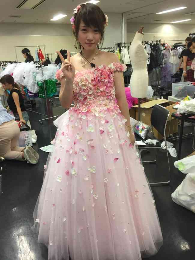AKB48川栄李奈、涙のスピーチ 卒業後初仕事は舞台『