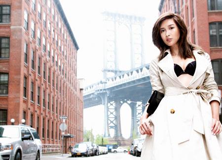 紗栄子(28)「私を見て!」⇒ブラジャー姿で繁華街を練り歩くwww(※画像あり)