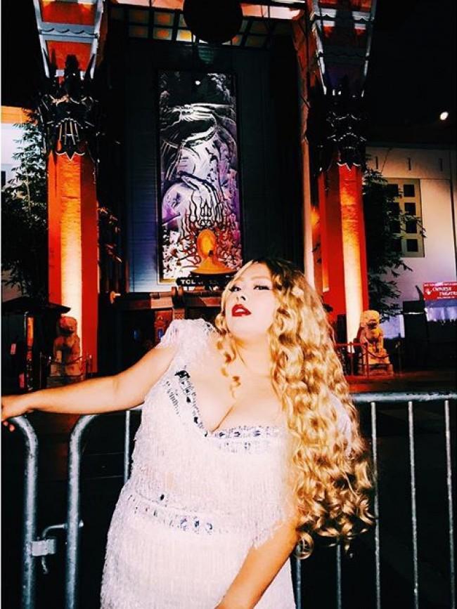 """渡辺直美、""""ビヨンセ""""姿でロサンゼルスへ 「色気とオーラが凄い」ゴージャスさに絶賛"""