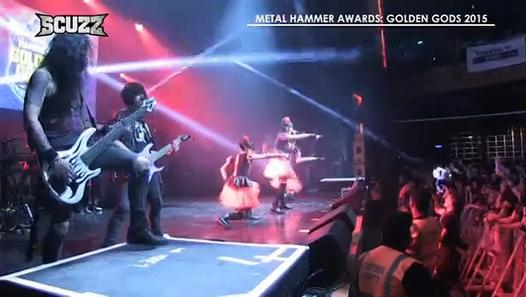 BABYMETAL x DragonForce - Road of Resistance (Metal Hammer Gods Award) - Video Dailymotion