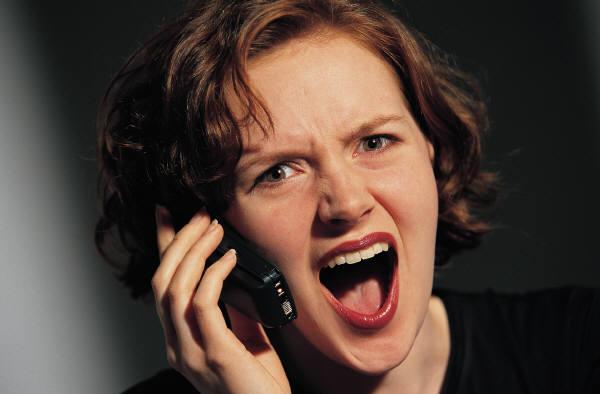 偽クレーム電話7千回 「パンに髪」などと1200店に 「104」にも4650回 詐欺容疑で女逮捕