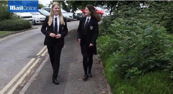 【画像あり】「男性教諭の気が散るからスカート禁止」を言い渡した高校 / 今度は「パンツがピタピタ過ぎるのもダメ!」と女子生徒を追い返す | ロケットニュース24