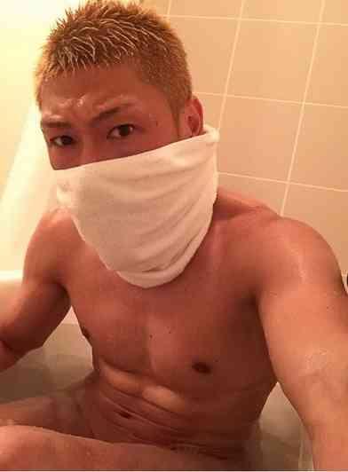 ゴールデンボンバー(金爆)・樽美酒研二のすっぴん半身浴姿にファン興奮!「エロい」「刺激的すぎっ」