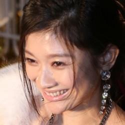 篠原涼子が髪を触りすぎ? ドラマ「オトナ女子」に視聴者が集中できない!