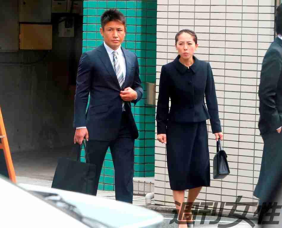 魔裟斗&矢沢心、地味なスーツ姿で有名幼稚園の説明会に参加