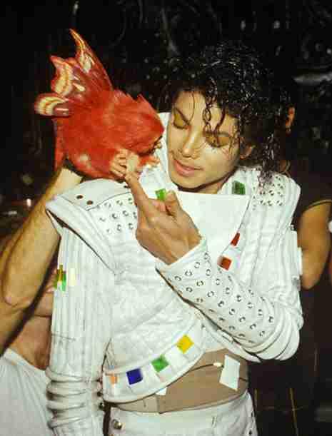 マイケル・ジャクソンの写真を貼るトピ。