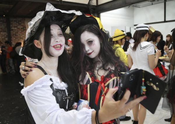 No tricks: Halloween all the rage in Japan as costume play - Yahoo News