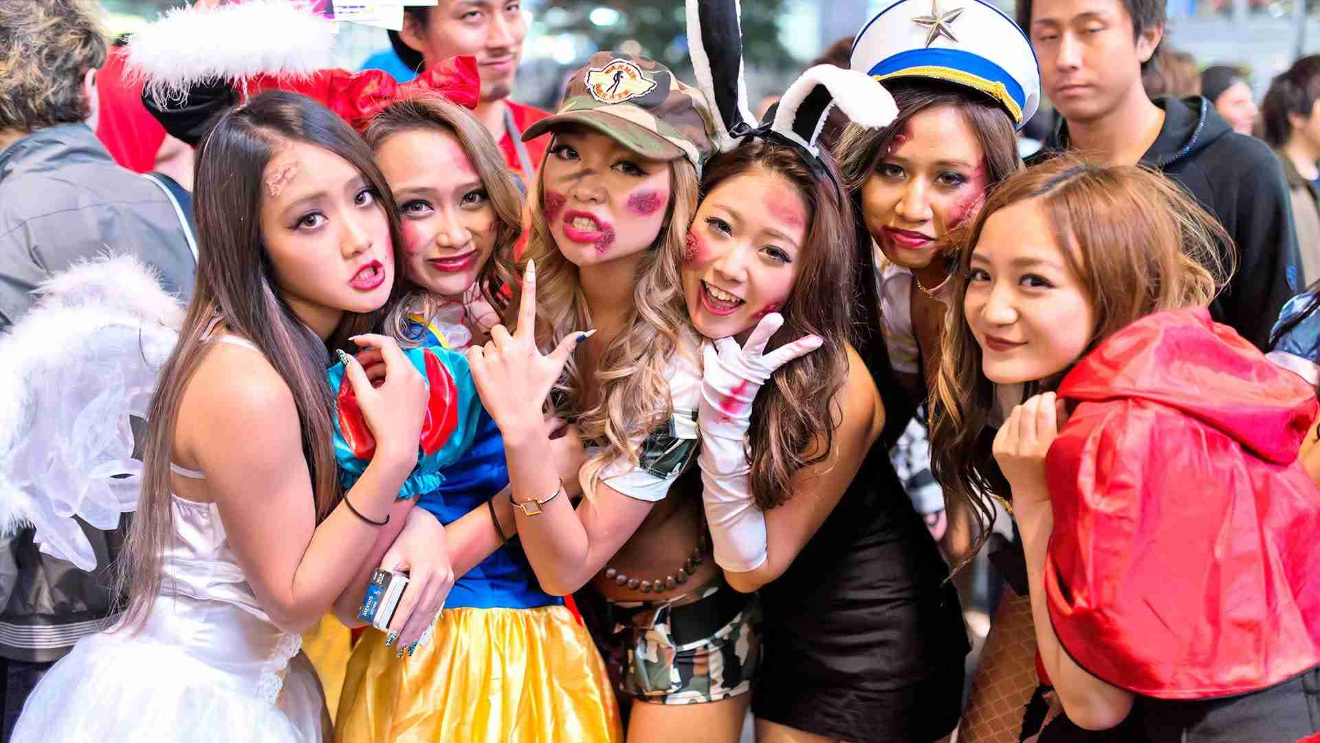 Japan Halloween - Shibuya Costume Street Party ハロウィン - YouTube