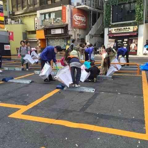 外国人「大量のゴミを見るのは悲しい」 ハロウィン翌日の渋谷の清掃ボランティアを見た海外の反応 : 海外の万国反応記
