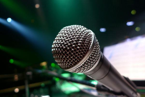 『FNS歌謡祭』近藤真彦の熱唱中に後輩たちがとった姿勢が素晴らしすぎると話題に 「さすがジャニーズ」 - AOLニュース