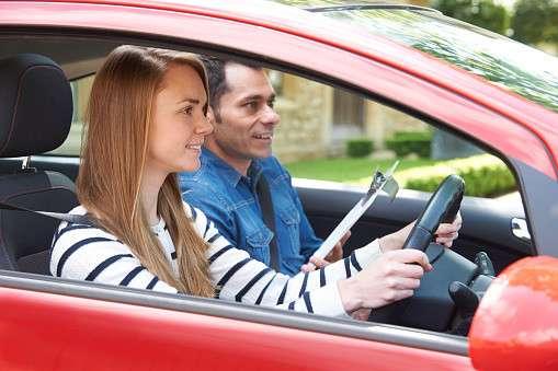 <仰天>オランダで運転免許取得レッスンの授業料を「体」で支払うことが許可される!