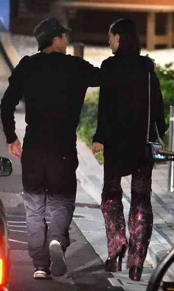 水原希子と野村周平が手つなぎデート 出会いはファッション誌