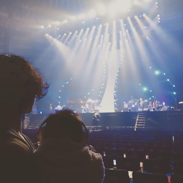 水嶋ヒロ「20周年は月で祝おう」デビュー10周年・絢香と夫婦ツーショット!