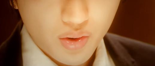 AAA・西島隆弘、新曲PVで見せる「唇」がセクシーすぎてヤバい!「ぷるぷる」「男版石原さとみ」