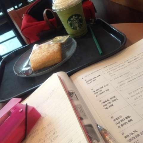 スタバなどのカフェで勉強するのはどう思いますか?