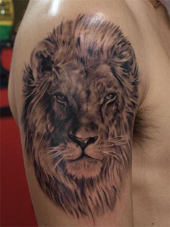 """失敗したライオンのタトゥー、""""百獣の王""""威厳と貫禄はどこへ"""