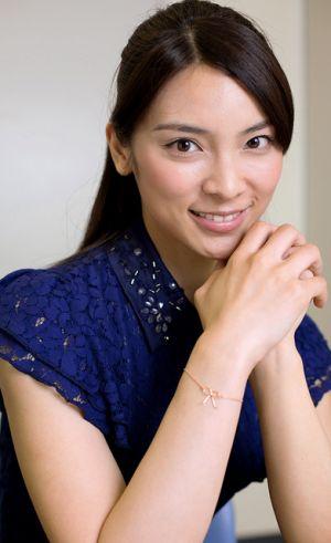 ファッションモデルの秋元才加さん