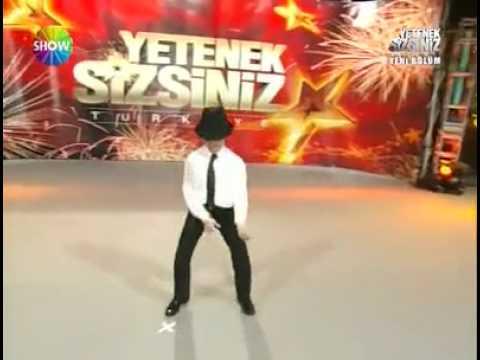 Micheal jackson best dance imitation - YouTube