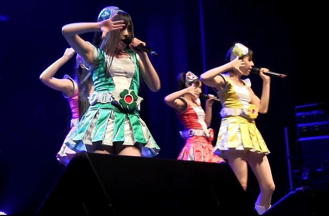 ももいろクローバーZ 2nd Live! フランス語で自己紹介も♥ パリde Japan Expo - YouTube