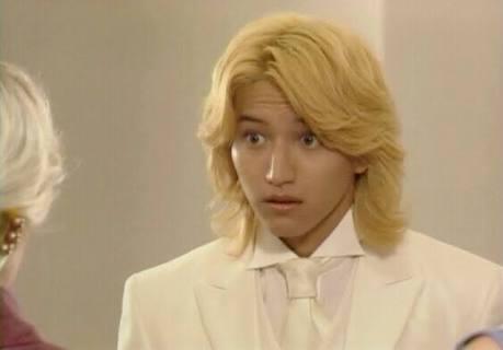 金髪が似合わない有名人は誰だと思いますか?