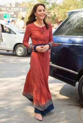 キャサリン妃、8千円の服でストリートチルドレン訪問 (画像1/4) | ニュースウォーカー