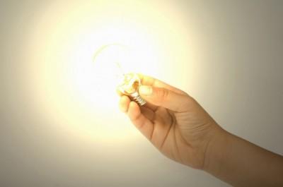 エジソンは電球を発明していないって本当?「本当。エジソンではなくジョセフスワン」|「マイナビウーマン」