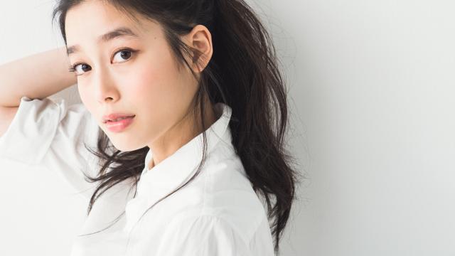 白シャツ、デニムシャツをおしゃれに見せるスタイリストの現場テクって? | mina | TOKYO CAWAII MEDIA [トウキョウ  カワイイ メディア]