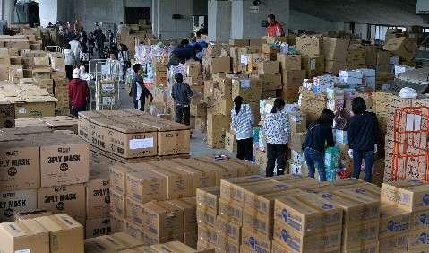 震災支援物資受け入れ中断 物資満杯、被災者ニーズも変化 [熊本県] - 西日本新聞