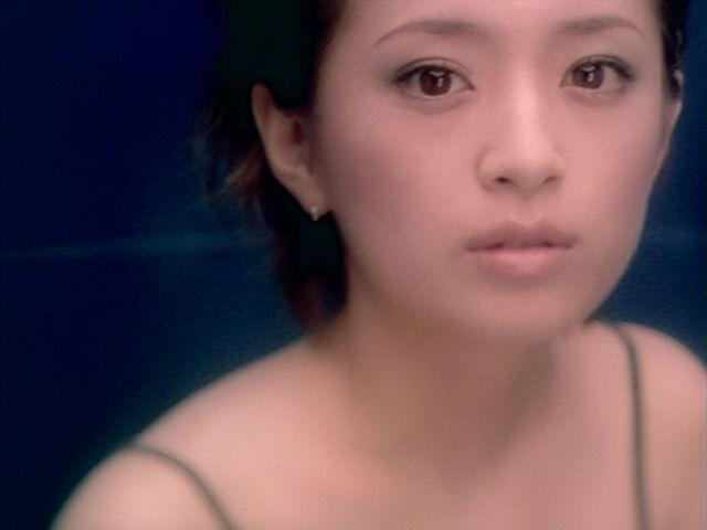 浜崎あゆみ、キャミ1枚のグラマラスボディに視線集中