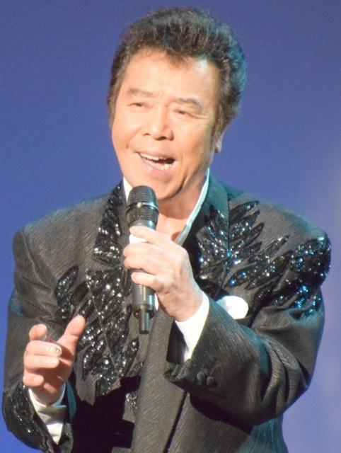 演歌歌手の冠二郎が結婚 31歳差、歯科衛生士と
