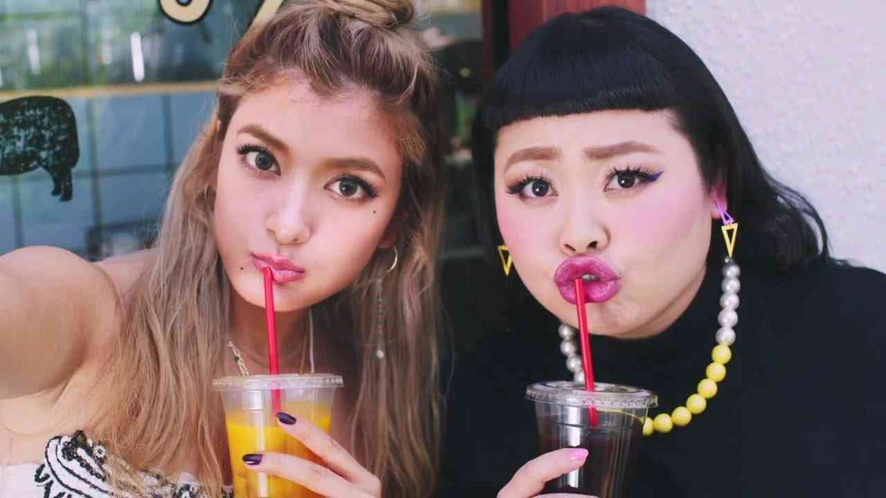 ローラ&渡辺直美初共演 MERY(メリー)TVCM 「カフェ」篇30秒 - YouTube
