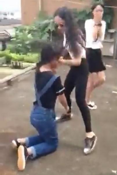 中国で女子中学生が小学生を集団暴行する事件 笑いながら汚い言葉で罵声 - ライブドアニュース