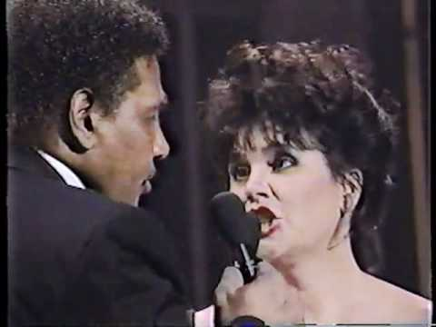 Linda Ronstadt & Aaron Neville   Don't Know Much live 1990 - YouTube