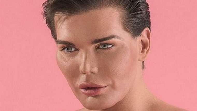 便器に顔を押し付けられて…壮絶なイジメ体験を持つ「リアル・ケン」 整形手術を42回も受けて大変身!