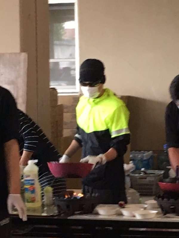 SMAP中居正広、熊本の長嶺小に炊き出し参戦!さっそくバレる