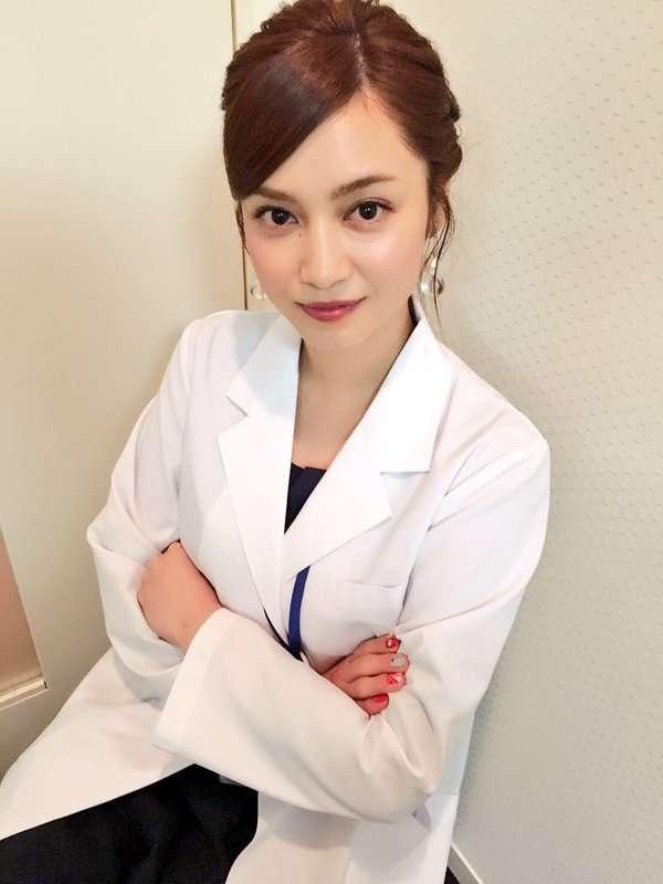平愛梨の白衣姿が可愛すぎ!「美人女医降臨」「鼻血出る」
