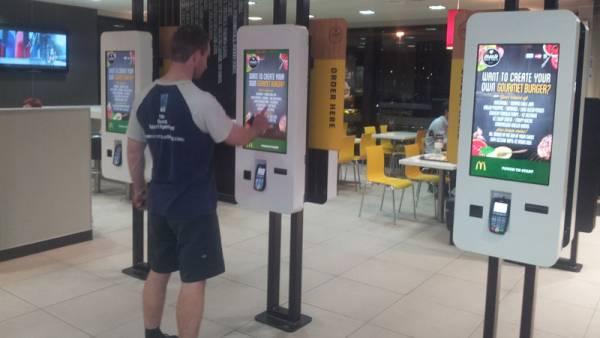 米マクドナルド、店舗従業員のロボットへの置換を開始