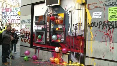 「パナマ文書」抗議デモ、ATMペンキまみれに 仏パリ (AFPBB News) - Yahoo!ニュース