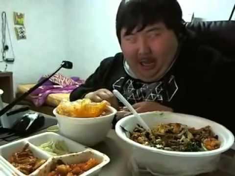 笑いながらご飯を食べるデブ韓国人 1 - YouTube