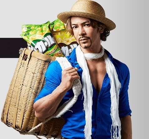 武田真治、実写版カールおじさんに!麦わら帽子に青シャツ姿が似合いすぎる