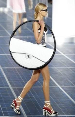 新入社員がハイブランドバッグを持つ事について